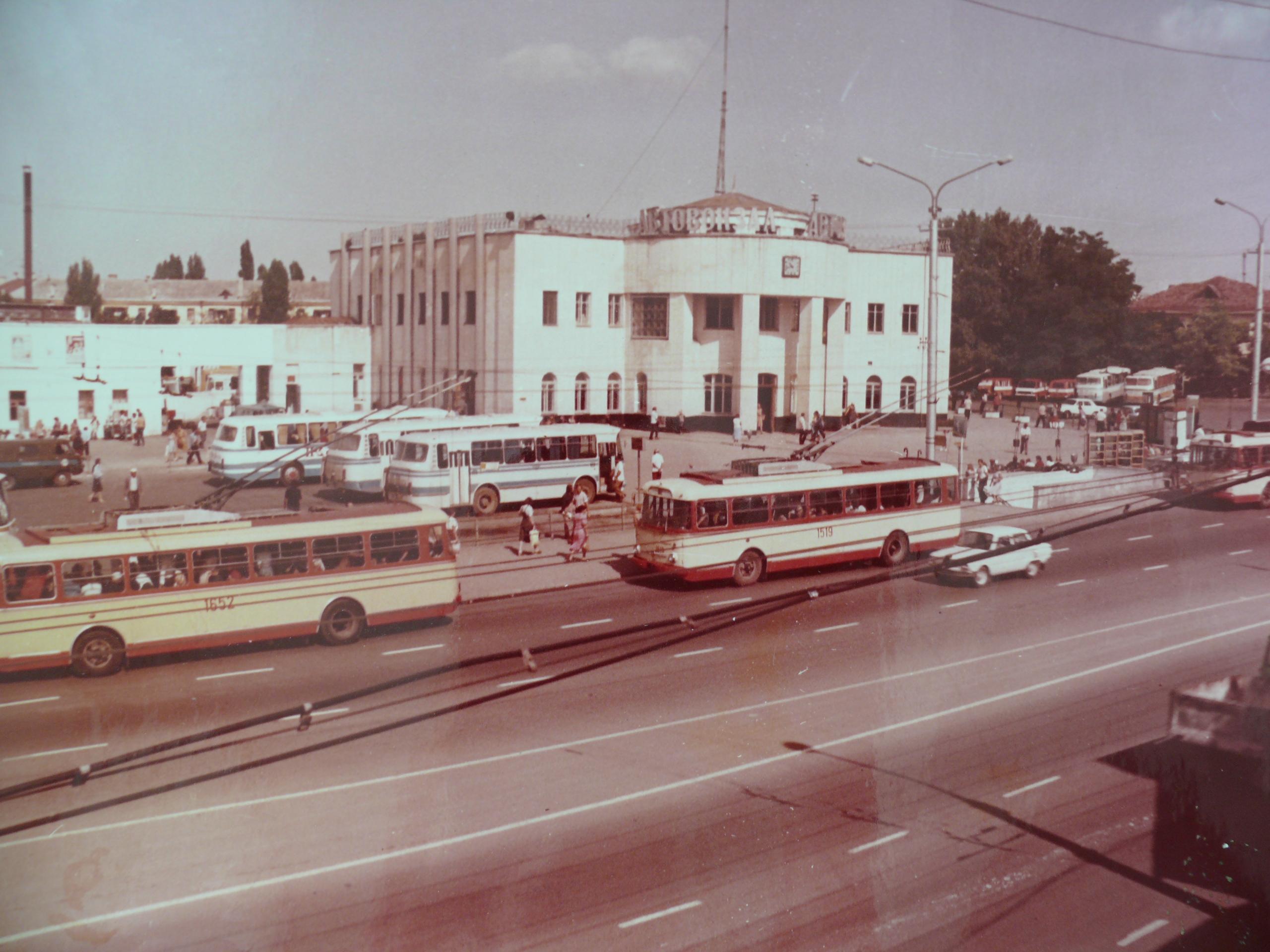 Центральный автовокзал Симферополя в 80-е годы